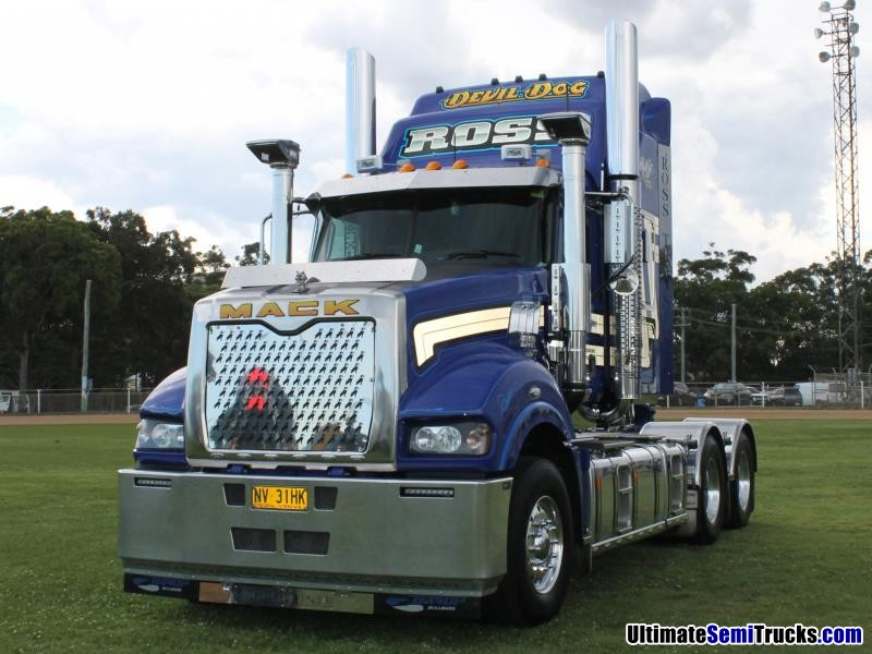 Ross Transport Devil Dog Mack Superliner