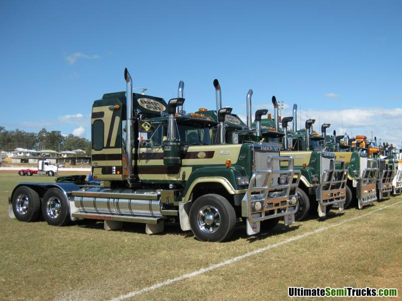 Classic Old Semi Trucks http://www.ultimatesemitrucks.com/classic_trucks_large_24.html