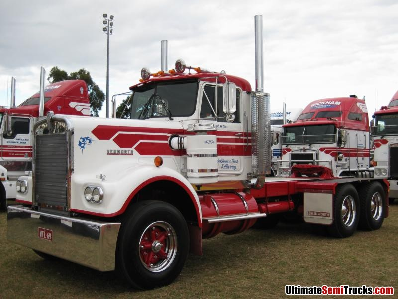 Classic Old Semi Trucks http://www.ultimatesemitrucks.com/classic_trucks_large_25.html