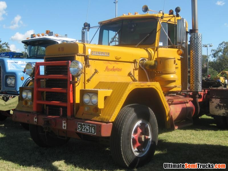 Classic Old Semi Trucks http://www.ultimatesemitrucks.com/classic_trucks_large_34.html