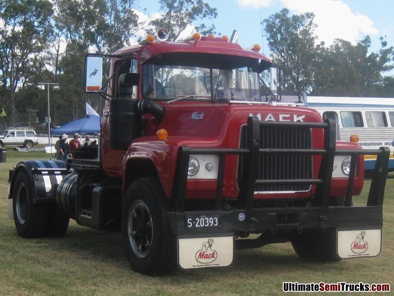 R Model Mack Show Truck : Ultimatesemitrucks r model mack