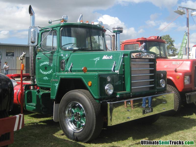Classic Old Semi Trucks http://www.ultimatesemitrucks.com/classic_trucks_large_10.html