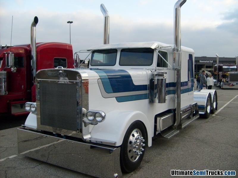 Custom Classic Freightliner from the 2008 Mid America Truck Show